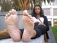 Sweet ebony exposing feet
