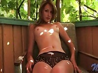 Sexy Jana fingering in here