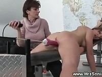 Sexy amateur gets fucking machine sex