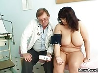 A busty bbw babe gets her pussy checked