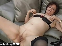 Lustful mature hottie rubs her pussy