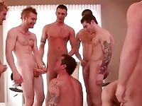 Some hot gay dudes in oral action