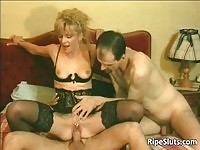 A dirty blonde mature in anal fuck!