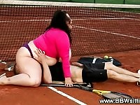 BBW tennis slut enjoys some outdoor facesitting
