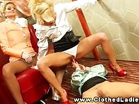 Three rich babes in lesbian pee threesome