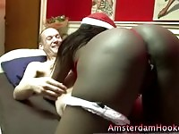 Hot ebony prostitute spoiling a dick with her lips