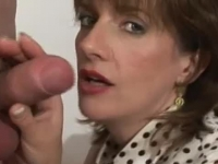 Dirty mature Sonia gives head