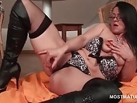 Brunette lusty pussy missing action.
