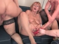 One dude does four mature pussies