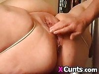 BBW hottie gets her twat fisted and toyed