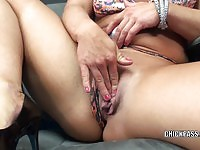 Orgasm starving blonde goes solo with her fingers