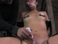 Sexy babe Mia Gold gets nipple tortured