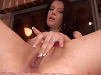 Hot beauty toy fucking her cunt