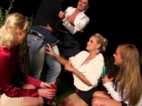 Drunk ladies get pranked by a guy, and they decide to take revenge.