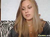 Gorgeous Blonde Webcam Girl Fucks Wet Pussy