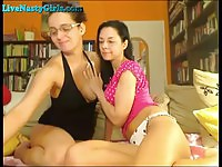 Two Lesbian Couple Fuck On Webcam
