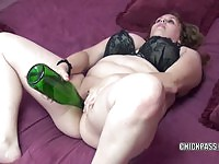 BBW%20cougar%20likes%20filling%20her%20tight%20cunt