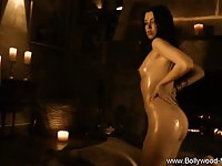 Curvy%20Bollywood%20babe%20exposed
