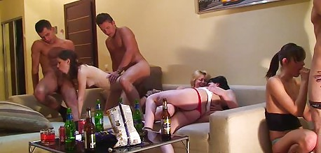 Russian coeds have anal sex during an amateur dorm room orgy