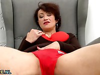 Horny Old Woman Masturbates In HD