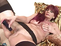Redhead granny toying in here