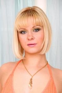 Pornstar Aaralyn Barra