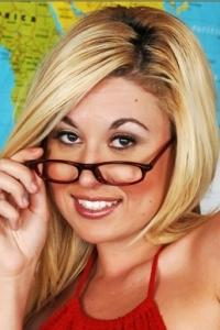 Pornstar Roxy Summers